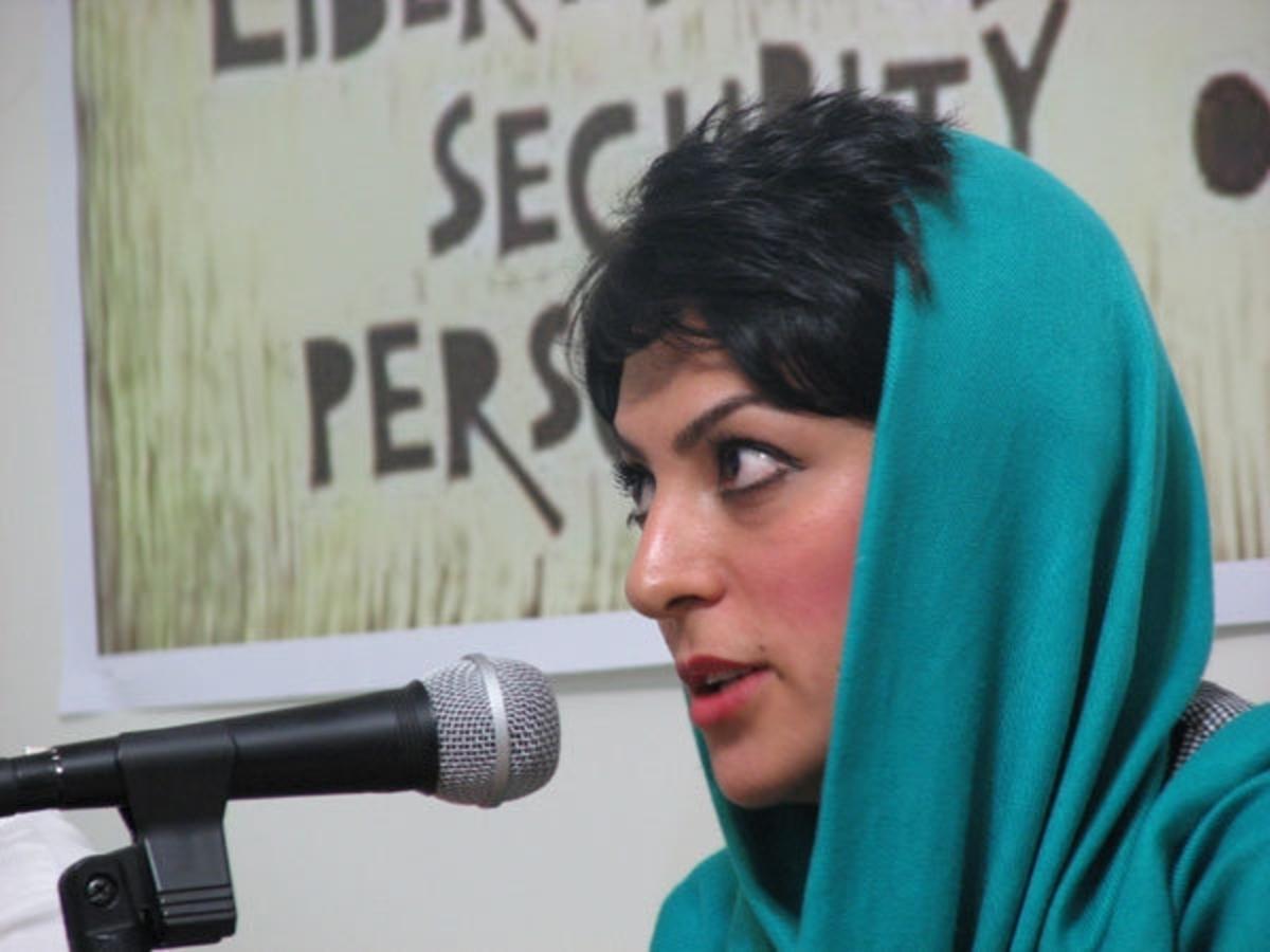 Ακτιβίστρια ενώπιον του ιρανικού δικαστηρίου   Newsit.gr