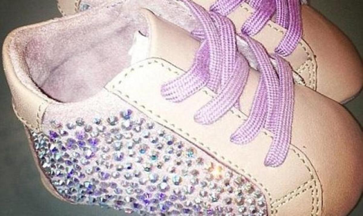 Ποια celebrity έδωσε 620 ευρώ για ένα ζευγάρι παπούτσια με Swarovski στην κόρη της; | Newsit.gr