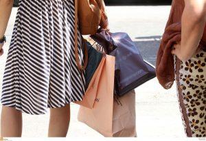 Ανοιχτά μαγαζιά σήμερα Κυριακή: «Πικρά» τα μελομακάρονα, προσοχή στα παιχνίδια