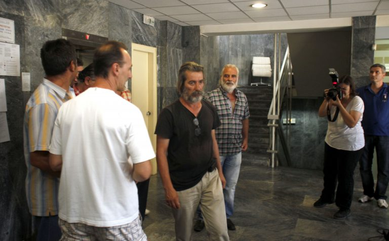 «Διώξετε τα ΜΑΤ και επαναπροσλάβετε 40 άτομα» ζήτησαν οι απεργοί χαλυβουργοί από τον Βρούτση | Newsit.gr
