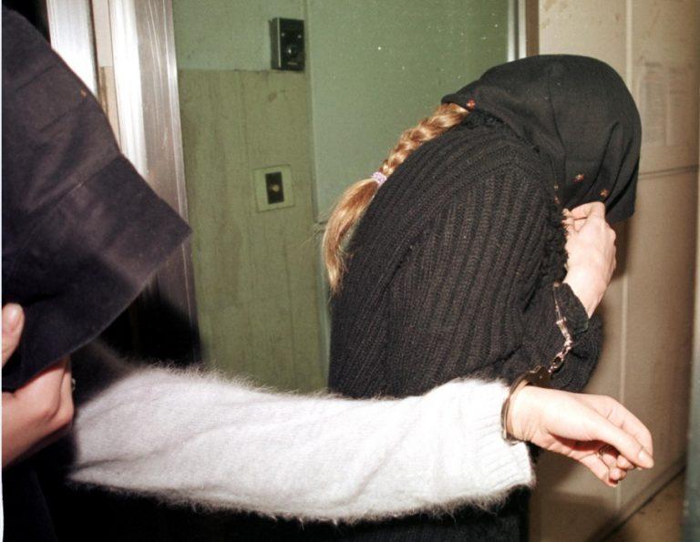 Ηράκλειο: Χειροπέδες σε θηλυκή συμμορία που »τρύπωσε» σε διαμέρισμα!   Newsit.gr