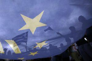 Bloomberg: Νέα μέτρα ή εκλογές υπό την απειλή Grexit και μετά νέο δάνειο με… νέα μέτρα