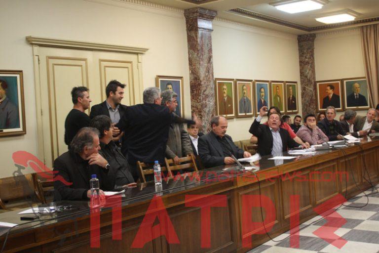 Πύργος: Λίγο έλειψε να έρθουν στα χέρια μέσα στο Δημοτικό Συμβούλιο – BINTEO | Newsit.gr