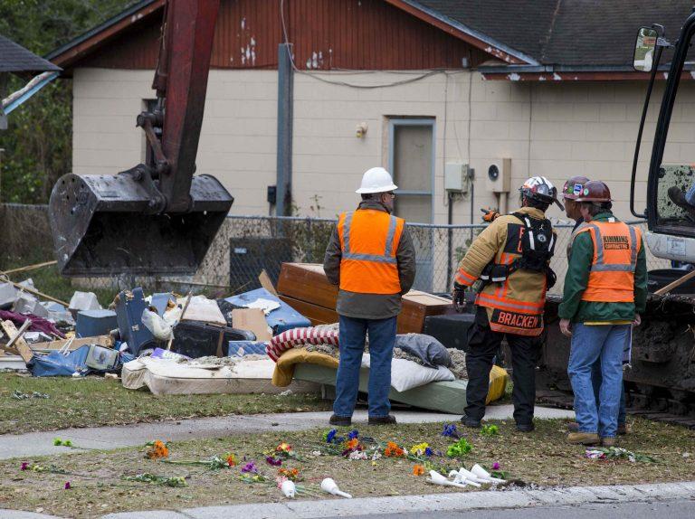 Κατεδαφίζουν το σπίτι του άνδρα που άνοιξε η γη και τον κατάπιε! – ΦΩΤΟ | Newsit.gr