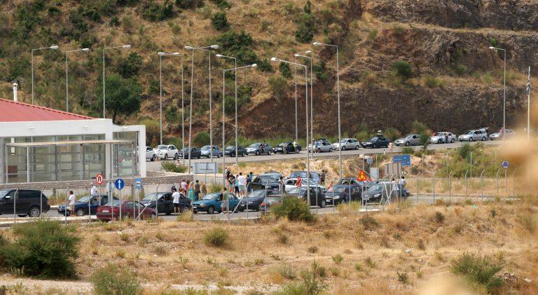Με εντολή Στουρνάρα «πιάστηκαν» δεκάδες φορτηγά και βυτιοφόρα στα σύνορα   Newsit.gr