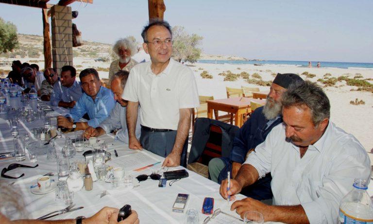 Θερμό επεισόδιο στην Πάρο – Πολίτης προς Σιούφα: «Να σου αφήσω να πληρώσεις τον λογαριασμό με τα κλεμμένα!»   Newsit.gr