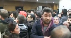 Επεισόδια σε ομιλία του Ν. Παππά – Μέλη του ΣΥΡΙΖΑ παραλίγο να πιαστούν στα χέρια με μέλη της ΛΑΕ – BINTEO