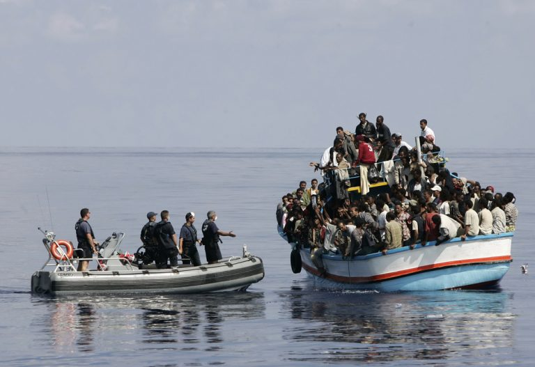 Σκάφος με 67 παράνομους μετανάστες στην Παλαιόχωρα | Newsit.gr