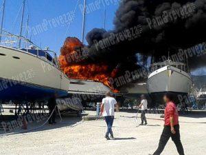 Στάχτη έγινε σκάφος στη μαρίνα Λευκάδας [pics]