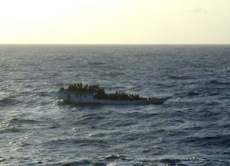 Νέο ναυάγιο στον Ινδικό ωκεανό – Διασώθηκαν 123 μετανάστες | Newsit.gr