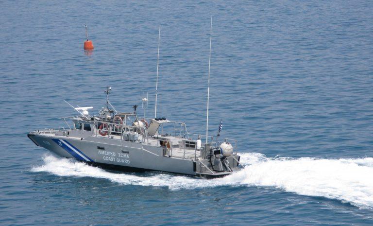 Κέρκυρα: Λαθρομετανάστες σε παιδική βάρκα! | Newsit.gr