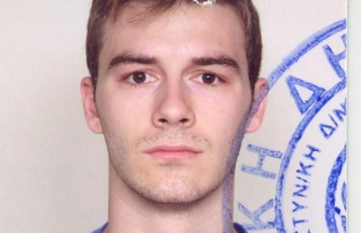 Είχε μισθό 750 ευρώ, πλήρωσε 1.200 από την τσέπη του για αλεξίσφαιρο, κράνος και εξοπλισμό | Newsit.gr