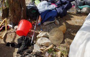 Λέσβος: Αναστάτωση από νεκρό σκύλο μέσα σε σκηνή πρόσφυγα