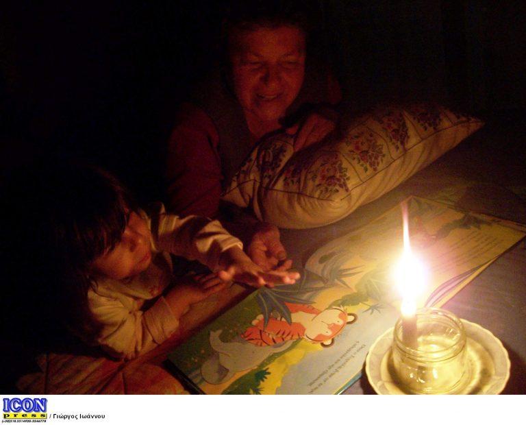 Αίγιο: 17χρονος »έπαιζε» με τα φώτα! Βύθισε στο σκοτάδι την πόλη | Newsit.gr