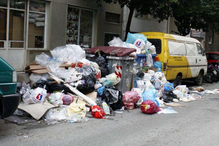 Δεν ξέρουν τι να κάνουν τα σκουπίδια σε Σέρρες και Ημαθία! | Newsit.gr