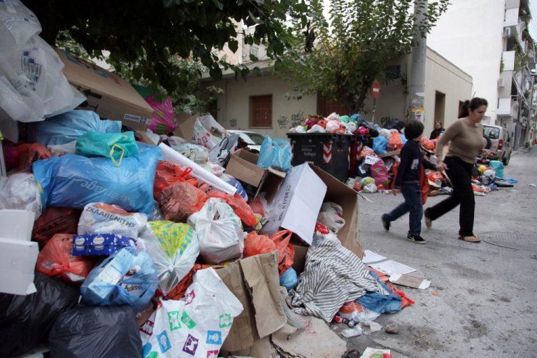 Επιτέλους μαζεύονται τα σκουπίδια – Κυβερνητική αδράνεια οδήγησε στο αδιέξοδο της βρώμας | Newsit.gr