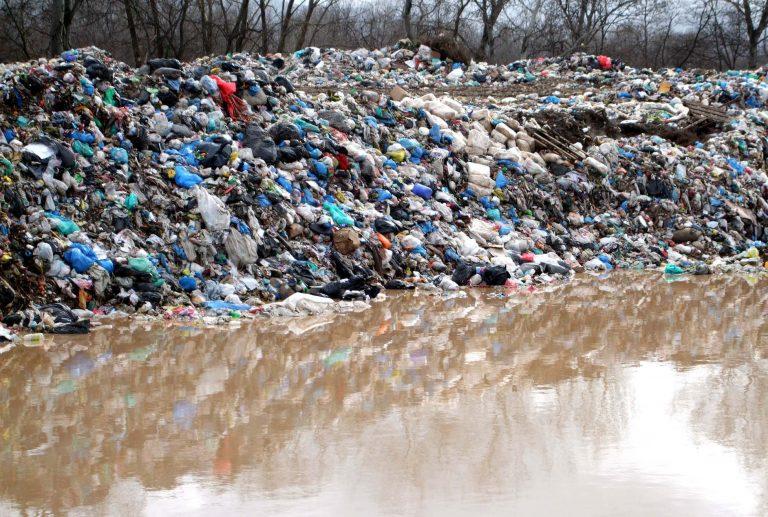 Βουνά από σκουπίδια στη Σαμοθράκη   Newsit.gr