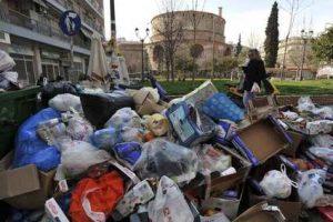 «Βουνά» τα σκουπίδια στη Θεσσαλονίκη