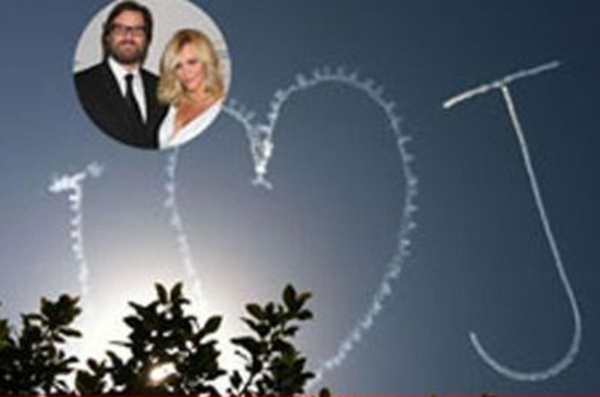 «Έγραψε» την αγάπη της στον ουρανό! | Newsit.gr
