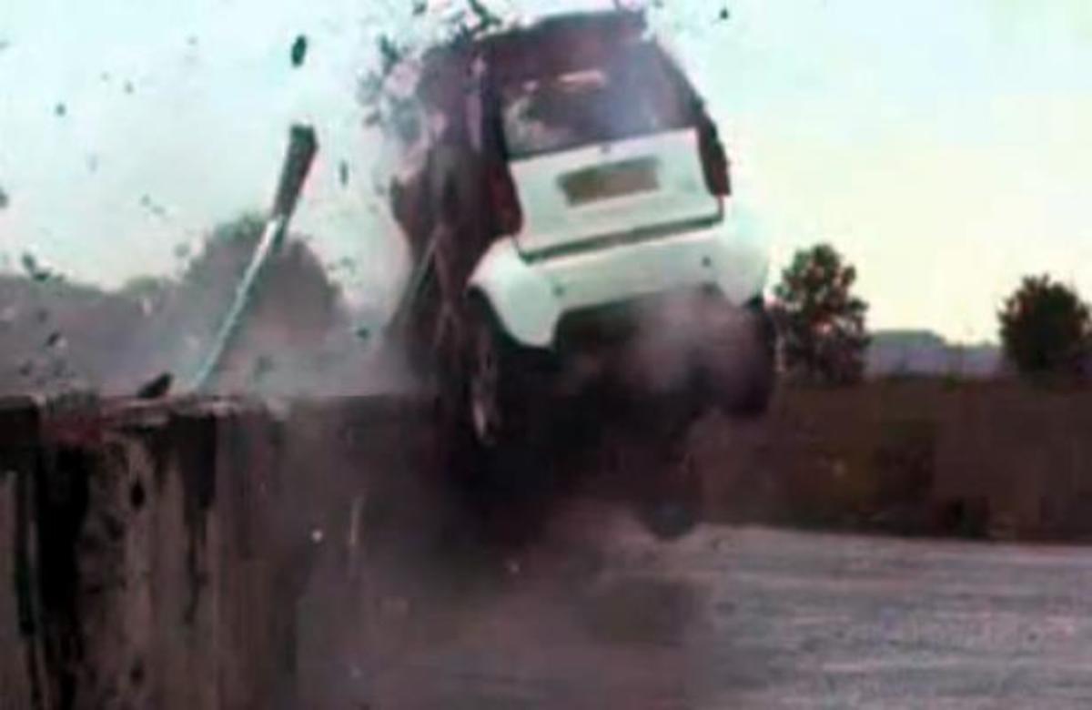 ΔΕΙΤΕ ένα συγκλονιστικό βίντεο! Τι έμεινε μετά από μετωπική σύγκρουση… | Newsit.gr