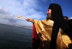 Οι πρώτες φωτογραφίες από τα Θεοφάνεια στη Σμύρνη σε κλίμα συγκίνησης