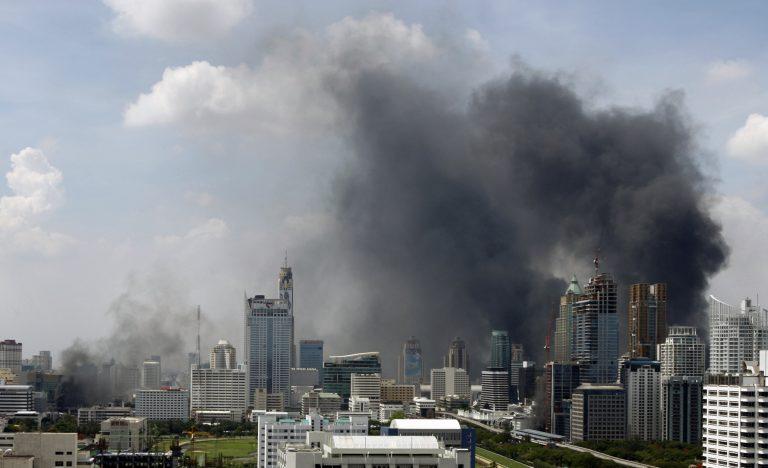Σε κατάσταση έκτακτης ανάγκης η Ταϊλάνδη, έξι οι νεκροί, 58 οι τραυματίες | Newsit.gr