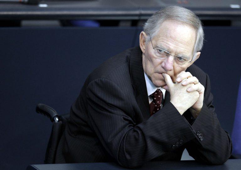 Σόιμπλε: «Να μείνει οπωσδήποτε η Ελλάδα στην ευρωζώνη αλλά με μνημόνιο»   Newsit.gr