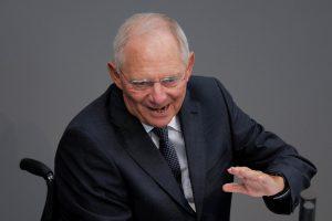 """Περίεργο! Ο Σόιμπλε θα ψήφιζε """"ναι"""" στο ιταλικό δημοψήφισμα!"""