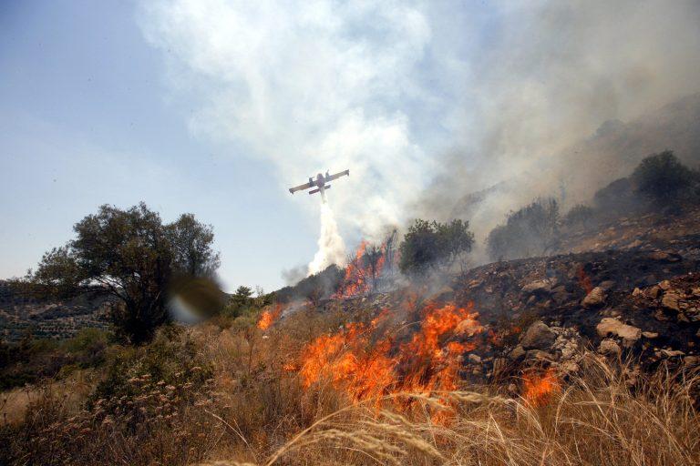 Φωτιά στο Σολομό Κορινθίας | Newsit.gr