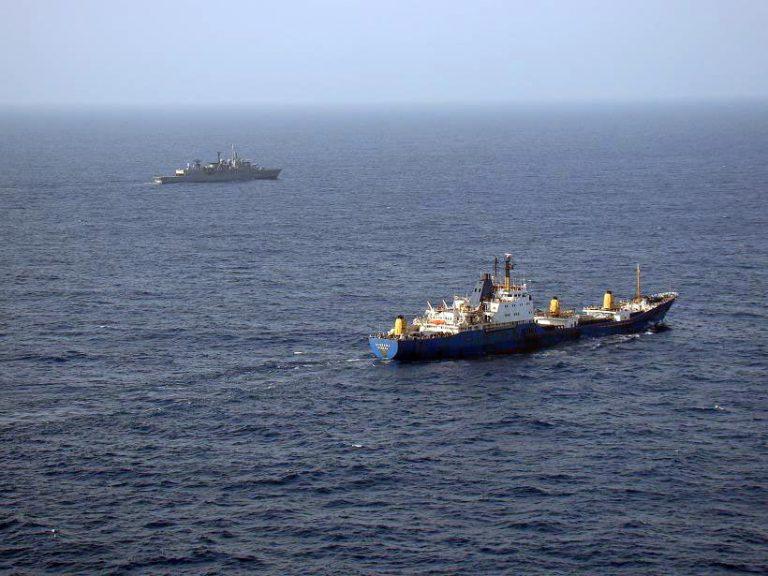 Πληρώνουν τους πειρατές να απελευθερώσουν 14μελές πλήρωμα | Newsit.gr