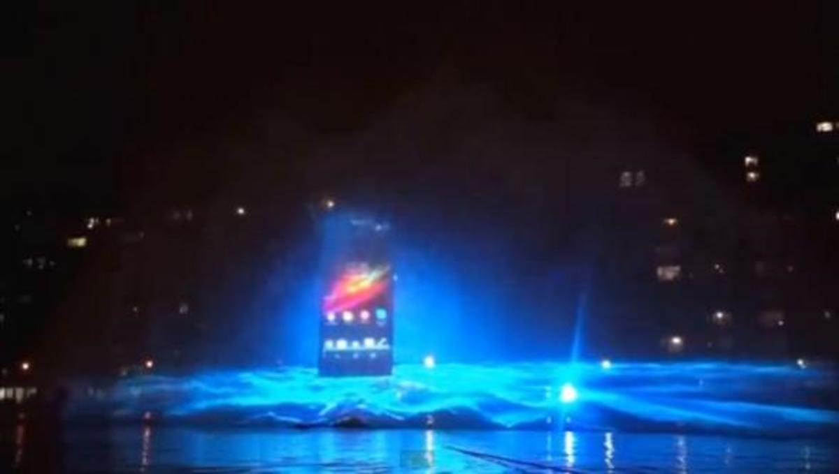 Δείτε το εντυπωσιακό water show του Sony Xperia Z στο Παρίσι! | Newsit.gr
