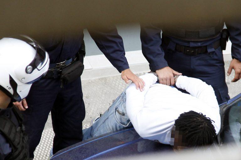 Θεσσαλονίκη: Πάνω που σιγουρεύτηκε ότι τα κατάφερε, βρέθηκε με χειροπέδες! | Newsit.gr