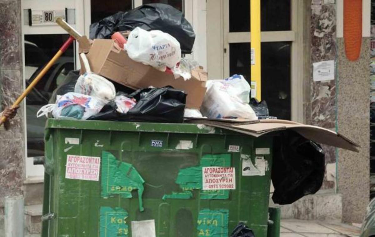 Αλληλοκατηγορούνται  ο δήμαρχος Τρίπολης και ο περιφερειάρχης Πελοποννήσου με φόντο τα… σκουπίδια στους δρόμους! | Newsit.gr