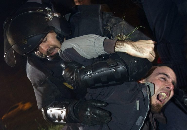 Γενική απεργία και ξύλο αστυνομικών-διαδηλωτών στην Ισπανία | Newsit.gr