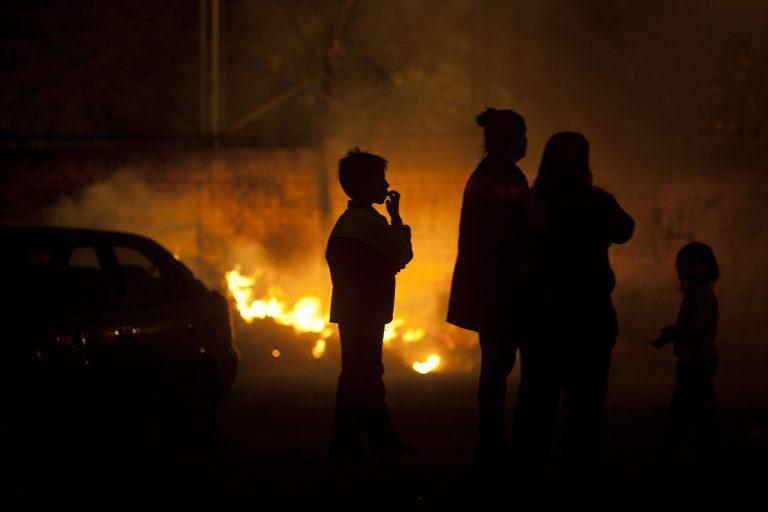 Φωτιές σε κάδους απορριμμάτων στην Ισπανία | Newsit.gr
