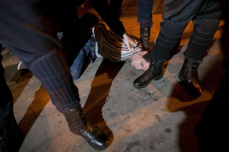 Παραλύει η Ισπανία – 42 συλλήψεις, 13 τραυματίες τις πρώτες ώρες της απεργίας | Newsit.gr