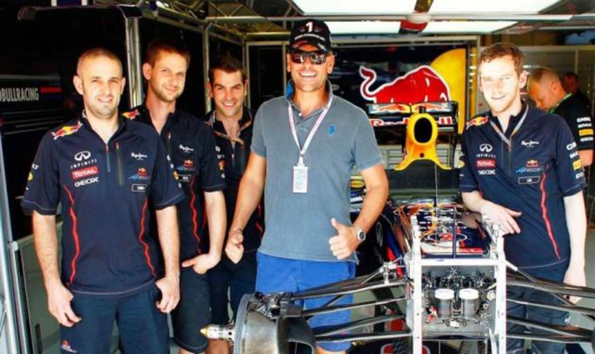 Σ. Σούλης: Tαξίδεψε στη Βουδαπέστη με την Red Bull Racing! Φωτογραφίες   Newsit.gr