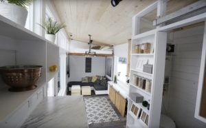 Αυτό το σπίτι είναι μικροσκοπικό και όμως υπέροχο! Θα πάθετε πλάκα όταν δείτε που είναι το κρεβάτι [vid]