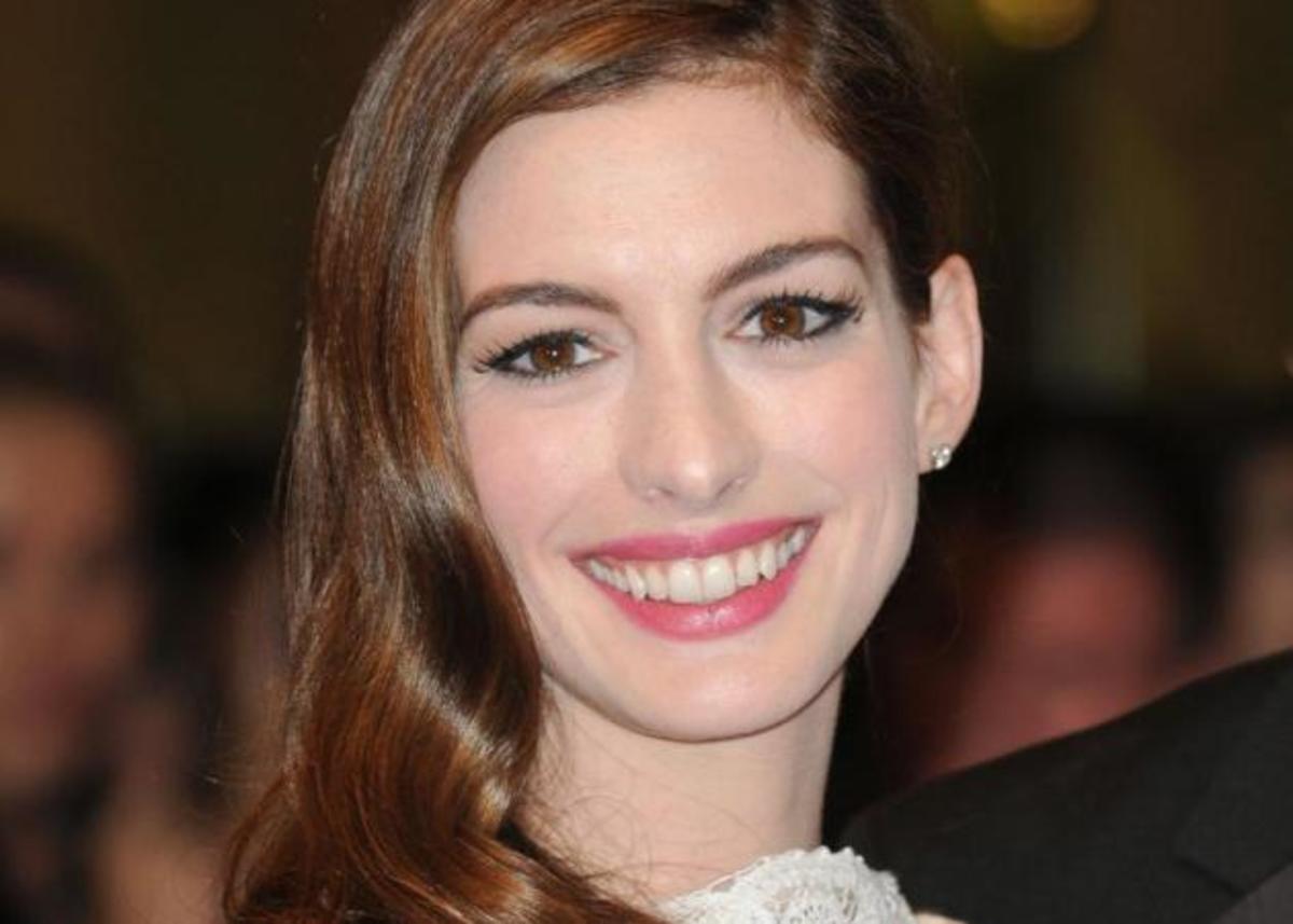OMG! Η Anne Hathaway ξύρισε τα μαλλιά της! Δες εδώ το νέο της look! | Newsit.gr