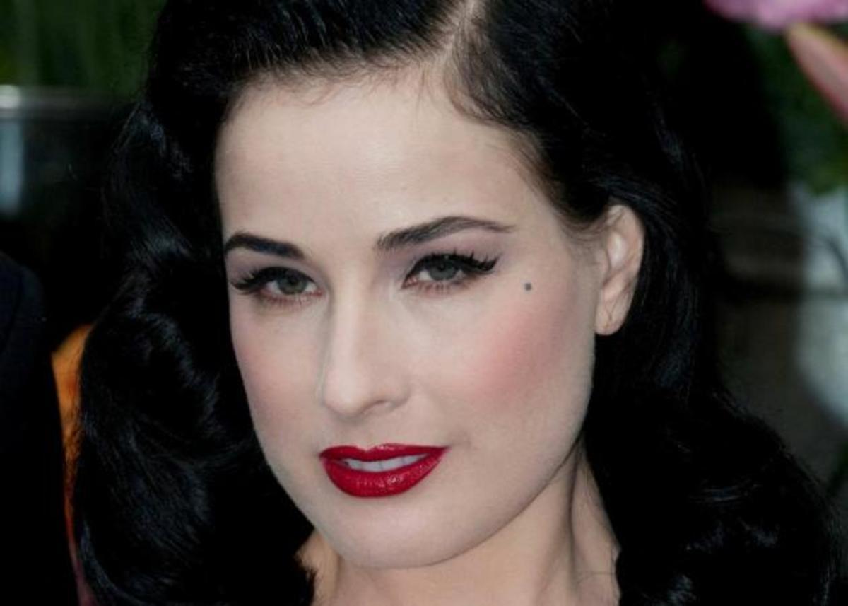Ποια διάσημη ελληνίδα pop τραγουδίστρια μεταμορφώθηκε σε Dita Von Teese; | Newsit.gr