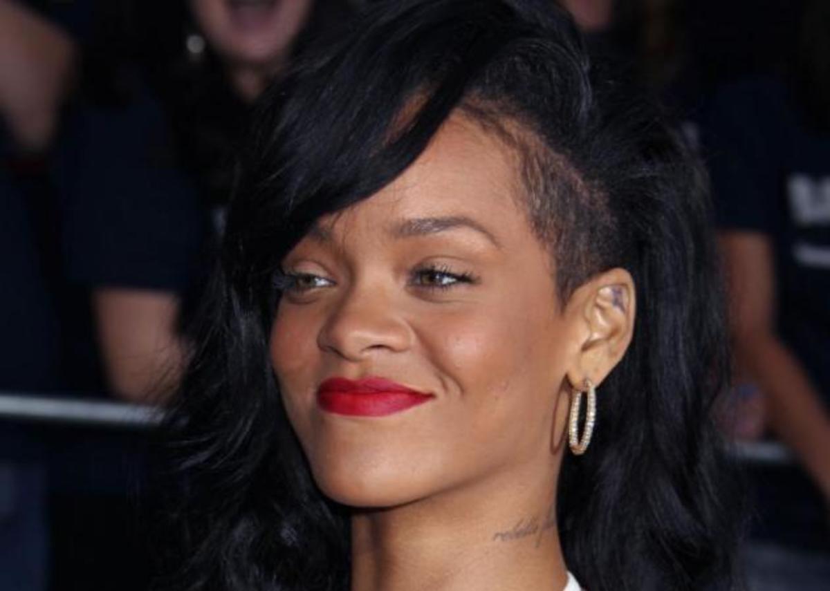 Η Rihanna πόζαρε γυμνή για το νέο της άρωμα! Α! Και έγινε πάλι ξανθιά!   Newsit.gr