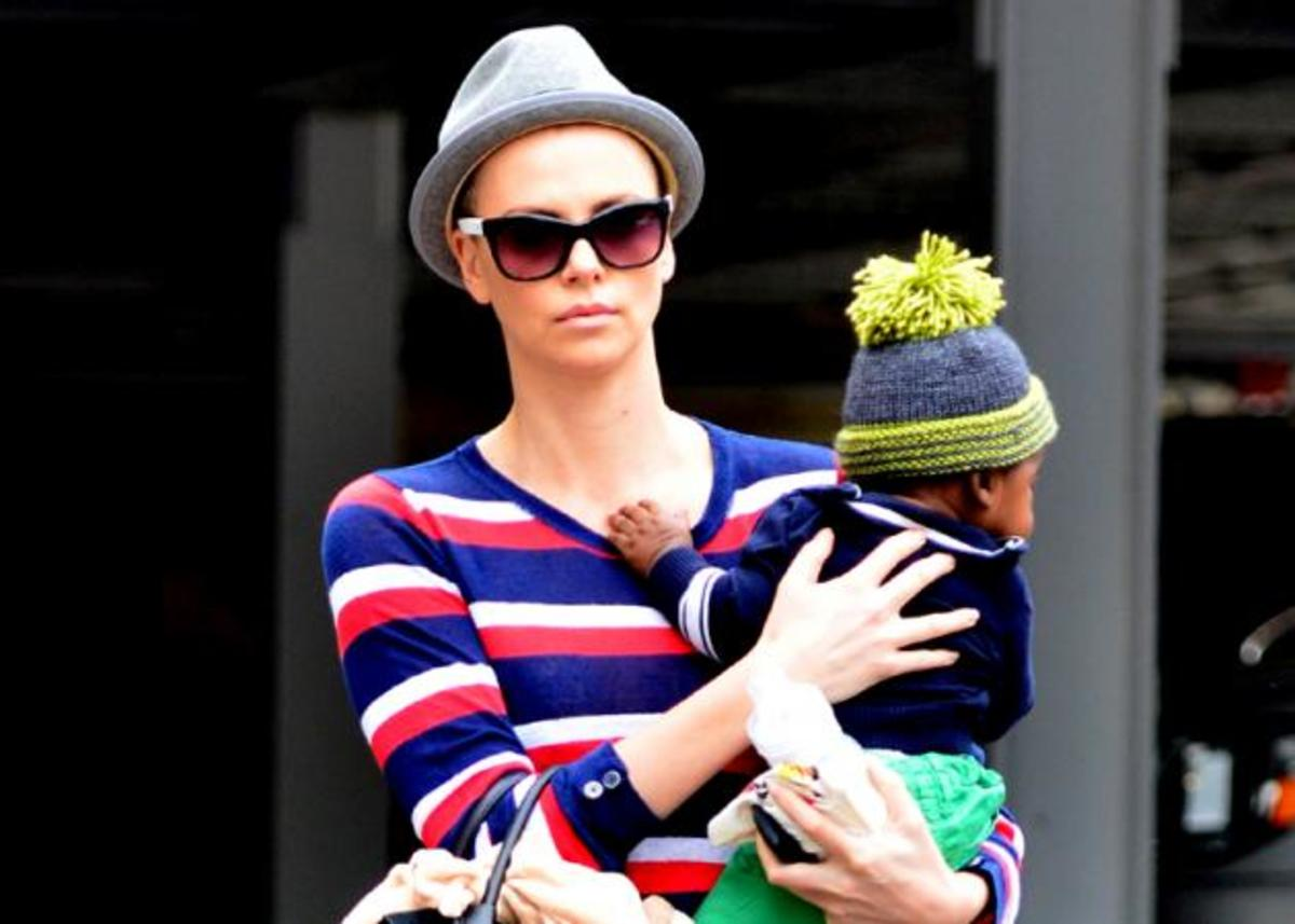 Μετά την Anne Hathaway και η Charlize Theron ξύρισε τα μαλλιά της! | Newsit.gr