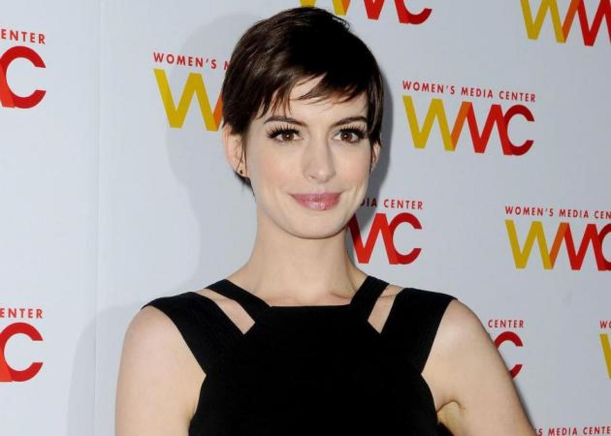 Πιστεύεις ότι η Anne Hathaway είναι συντηρητική; Τα νύχια της θα σου αλλάξουν γνώμη! | Newsit.gr