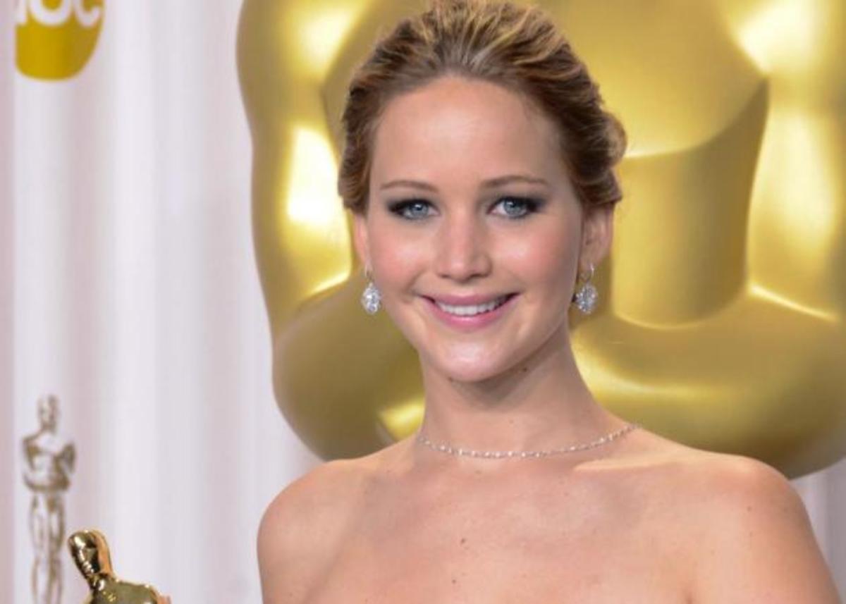 Δεύτερο κρούσμα αλλαγής χρώματος! Η Jennifer Lawrence τα έβαψε μαύρα μετά τα Oscar! | Newsit.gr