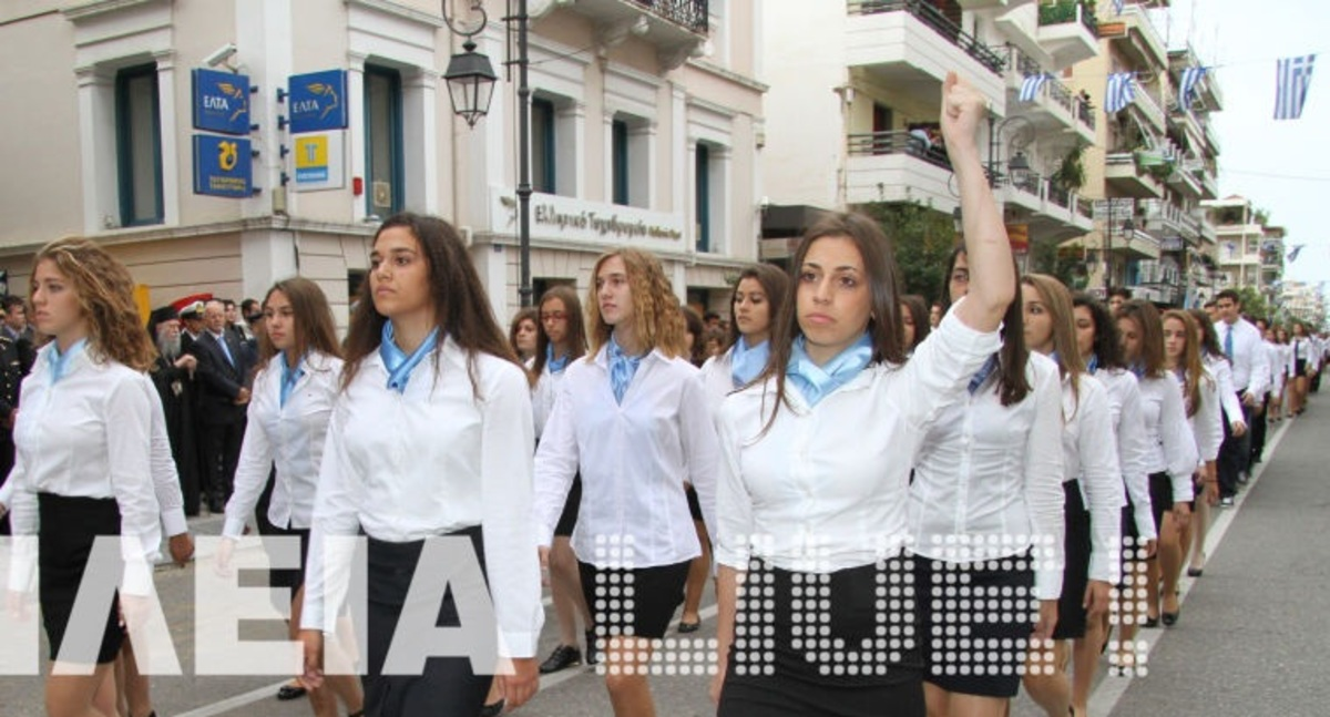 Πύργος:Σάλος για την αποβολή μαθήτριας,που σήκωσε τη γροθιά στην παρέλαση-Βίντεο! | Newsit.gr