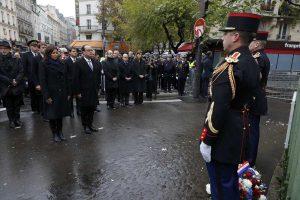 Επιθέσεις στο Παρίσι: Παρουσία Ολάντ οι τελετές μνήμης