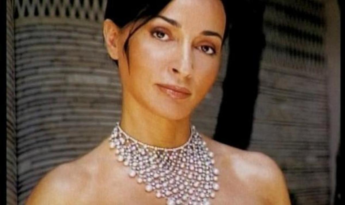 Η Β. Σταμάτη της χλιδής: Φορέματα χιλιάδων ευρώ και κρόσσι για τον καναπέ 2.626! | Newsit.gr