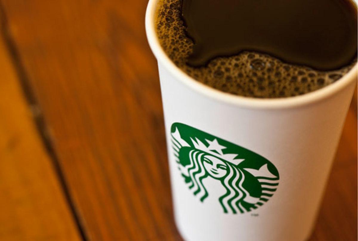 Από τ' αυτί και για… φόρο-έλεγχο Starbucks, Google, Amazon   Newsit.gr