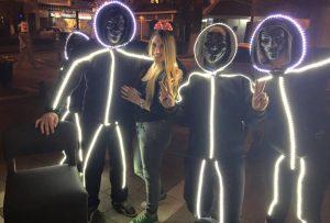 Απόκριες 2016: Η… φωτεινή στολή που εντυπωσίασε στην Πτολεμαΐδα – ΒΙΝΤΕΟ