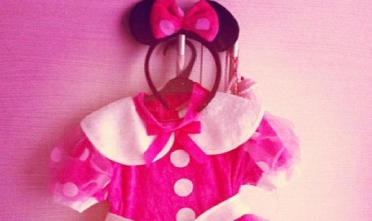 Ποια γνωστή παρουσιάστρια θα ντύσει την κορούλα της Minnie; | Newsit.gr